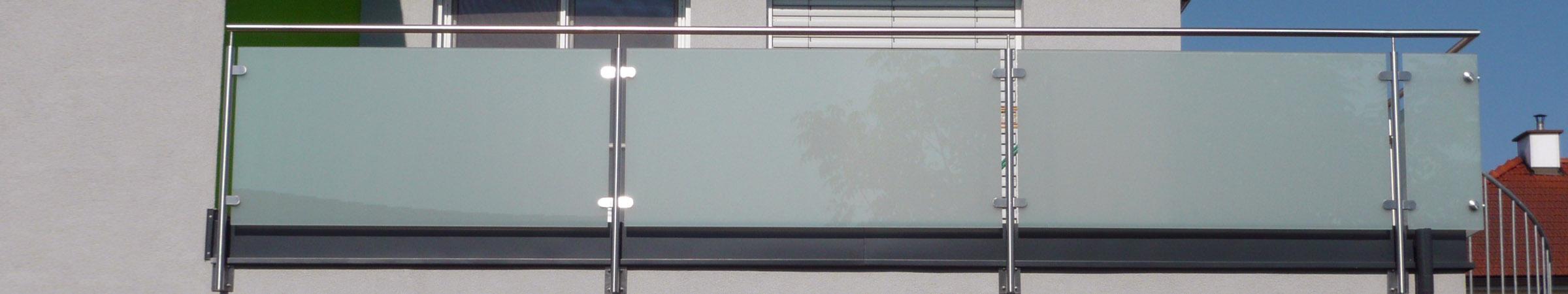 Balkongeländer und Terrassengeländer mit Glasfüllung